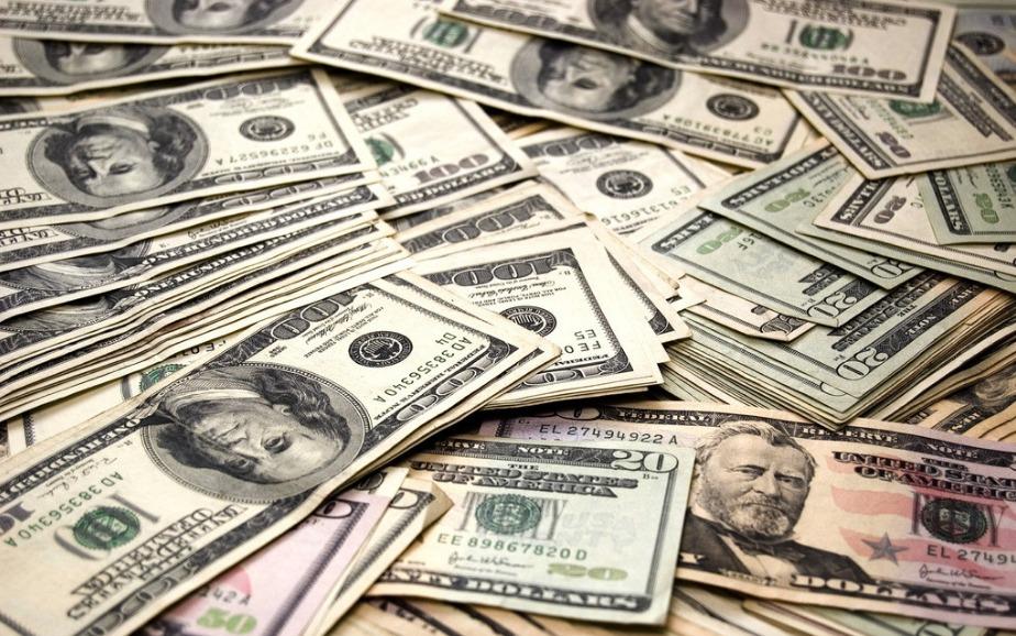 MIEX 米汇分析师:美元加速下跌,黄金再创新高